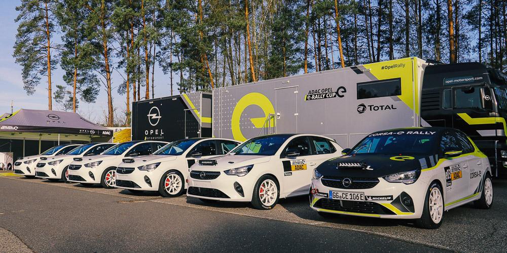 foto Auslieferung Saison 2021 Rennwagen Opel Corsa-e Rally Cup