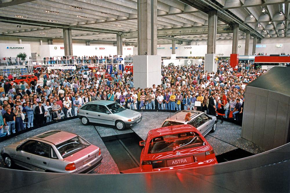 foto vor 30 jahren opel astra f weltpremiere auf der iaa 1991